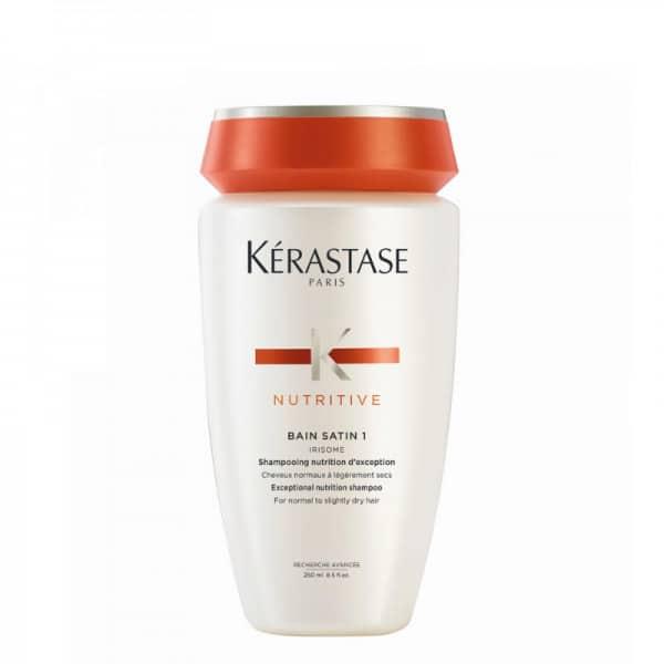 Kerastase Bain Satin 1 Shampoo Nutriente Kerastase NUTRITIVE - Bain Satin 1 è uno shampo nutritivo, pensato specificamente per capelli da normali a leggermente secchi. La sua combinazione di nutrienti e Estratto di Rizoma di Iris protegge il capello dall'ossidazione, nutre e energizza la fibra, compensando la carenza di sebo e avvolgendo il capello dalla radice alle punte. Facile da districare, il capello avrà così un tocco soffice e una brillantezza dall'aspetto sano.