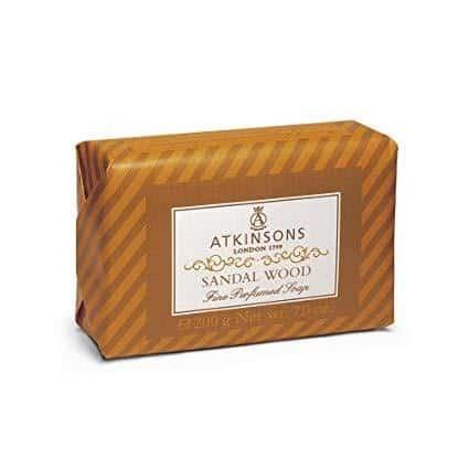 """Atkinsons Sapone 200 Gr Atkinson <span class=""""rd__copytext rd__copytext--105"""">Un'acqua corpo preziosa, che vaporizzata sulla pelle rilascia una sensazione setificante e di profondo benessere grazie anche all'estratto di <strong>tè bianco e all'olio di rosa mosqueta</strong></span>."""
