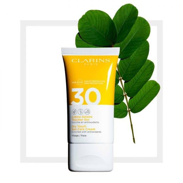 Clarins Crema Solare Viso Antirughe Spf 30 Clarins Il trattamento antiossidante per tutti i tipi di pelle anche la più sensibili.