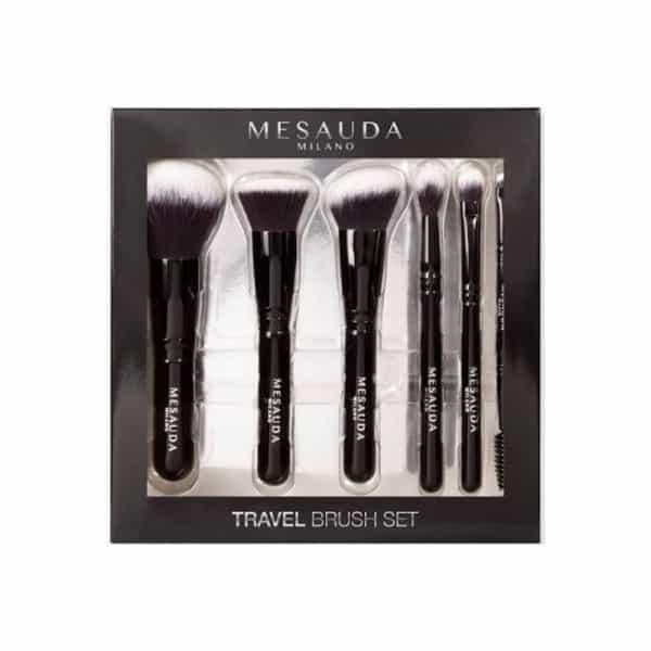 Mesauda Travel Brush Set Mesauda Travel brush set è il set di 6 pennelli per il trucco in setole sintetiche. Pratico ed essenziale, è ideale per i viaggi o da tenere in borsa.